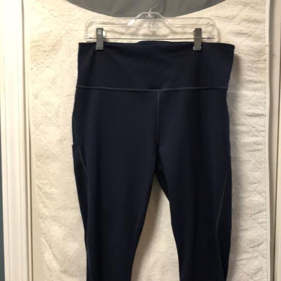 Athleta navy Capri yoga pants new without tags